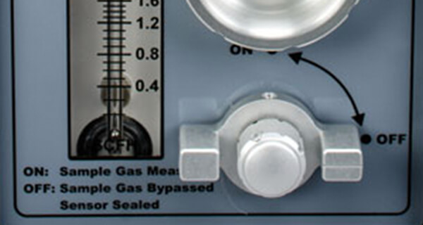 4-way valve allows the MODEL 1000RS to purge the sample lines of air while bypassing the sensor